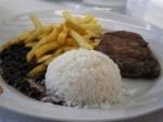 Arroz, feijão, bife e fritas versão popular - foto blog Brasileiro Gosta